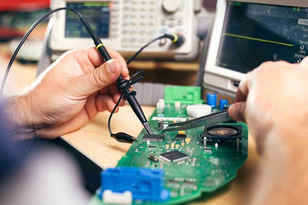 Montagem de placas eletrônicas: por que terceirizar é a melhor opção?